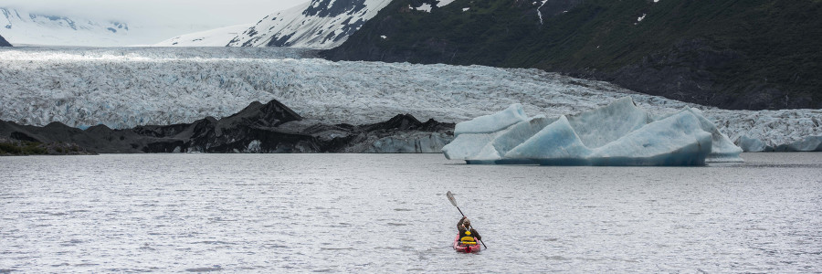 best-things-to-do-in-the-Arctic-kayaking