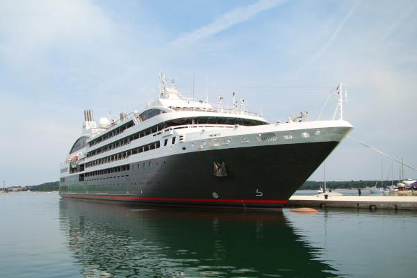 L'Austral ship